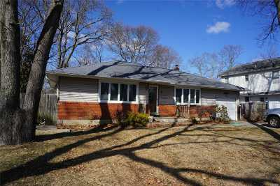 East Islip Single Family Home For Sale: 85 E Madison St