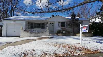 Dix Hills Single Family Home For Sale: 6 Wentworth Dr
