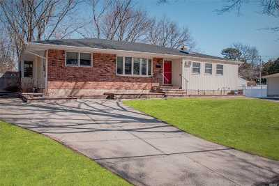 Commack Single Family Home For Sale: 115 Dovecote Ln