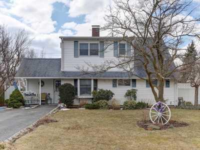 Levittown Single Family Home For Sale: 10 Spoke Ln