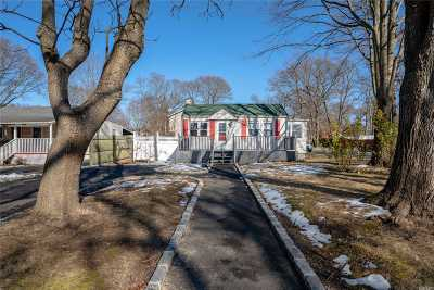 Ronkonkoma Single Family Home For Sale: 83 Webster Ave