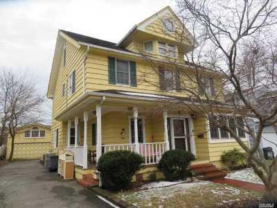 Roslyn Single Family Home For Sale: 32 Lambert St