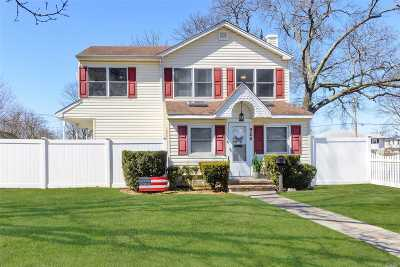 Lindenhurst Single Family Home For Sale: 928 Catskill Ave