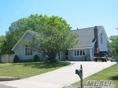 Medford Single Family Home For Sale: 20 Virginia Dr