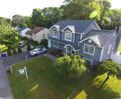 Lake Ronkonkoma Single Family Home For Sale: 35 Cleary Rd