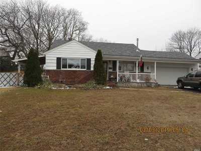 Deer Park NY Single Family Home For Sale: $399,000