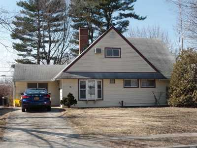 Hicksville Single Family Home For Sale: 40 Grape Ln