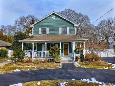 Bay Shore Single Family Home For Sale: 1247 N Saxon Ave