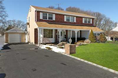 Commack Single Family Home For Sale: 42 Roxbury Dr