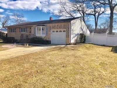 Islip Single Family Home For Sale: 70 38th St