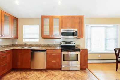 Westbury Single Family Home For Sale: 30 Hearth Ln