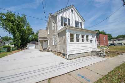 Westbury Single Family Home For Sale: 263 Sheridan St