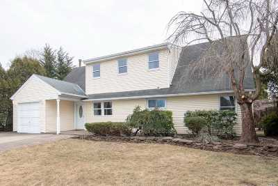 Hicksville Single Family Home For Sale: 12 Rising Ln