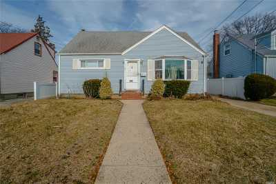 Uniondale Single Family Home For Sale: 109 Gilroy Ave