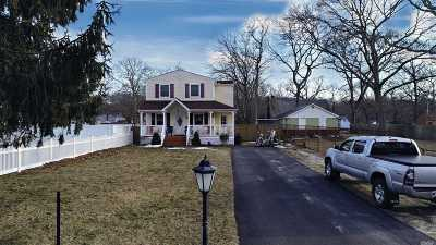 Selden Single Family Home For Sale: 26 Hollywood Ave