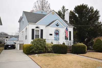 Malverne Single Family Home For Sale: 25 Clifford Ct