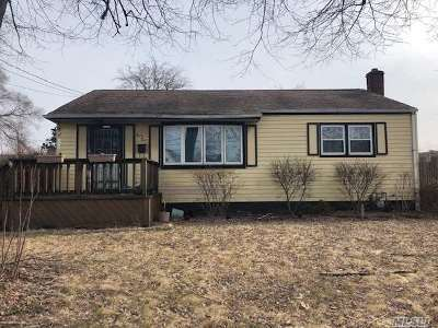 Ronkonkoma Single Family Home For Sale: 33 Saint Joseph Ave