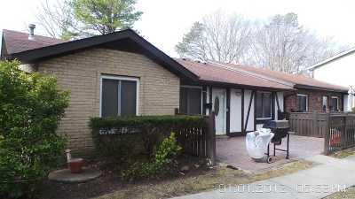 Medford Condo/Townhouse For Sale: 153 Golf Ln