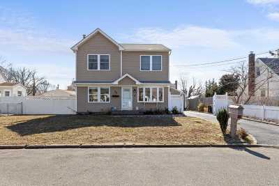 Bay Shore Single Family Home For Sale: 38 Howells Rd