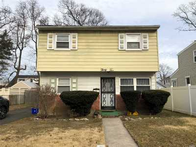 Roosevelt Single Family Home For Sale: 32 Wagner Ave