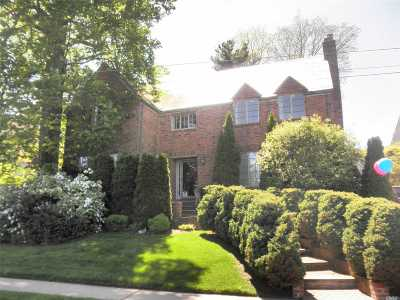 Douglaston Single Family Home For Sale: 1111 Douglas Rd