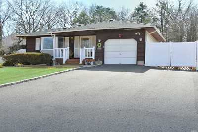 Ronkonkoma Single Family Home For Sale: 18 Richmond Blvd