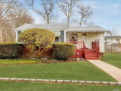 West Islip Single Family Home For Sale: 328 Hyman Ave