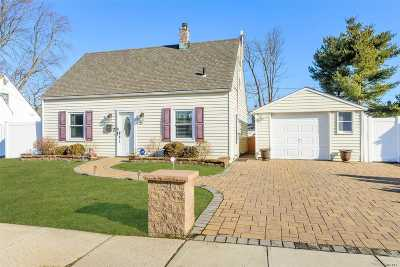 Levittown Single Family Home For Sale: 35 Needle Ln