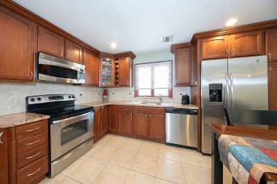 Levittown Single Family Home For Sale: 32 Potter Ln