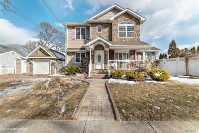 Farmingdale Single Family Home For Sale: 35 E Locust Ave