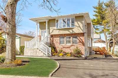 Farmingdale Single Family Home For Sale: 72 Maple St