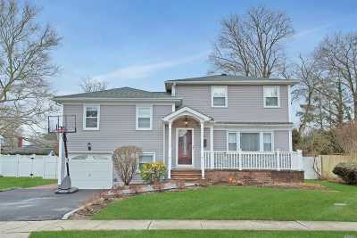 Syosset Single Family Home For Sale: 21 Saturn Ct