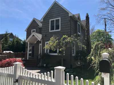 East Islip Single Family Home For Sale: 57 Bayview Ave