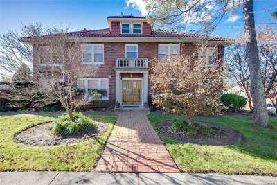 Little Neck Single Family Home For Sale: 41-04 249 St
