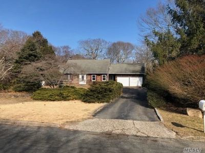 Southampton Single Family Home For Sale: 36 Old Orchard Rd