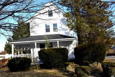 Great Neck Single Family Home For Sale: 25 Forest Row