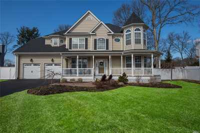 Smithtown Single Family Home For Sale: 18 Pine Acre Dr