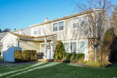 Holbrook Single Family Home For Sale: 213 Fairfield E Dr