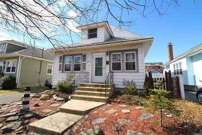 Oceanside Single Family Home For Sale: 3016 Roxbury Rd