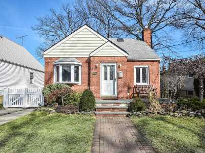 New Hyde Park Single Family Home For Sale: 29 Corwin Ave