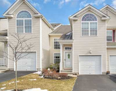 Medford Condo/Townhouse For Sale: 142 Kettles Ln