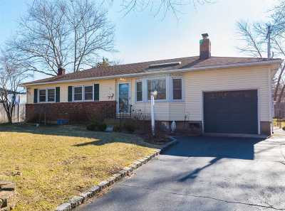 Greenlawn Single Family Home For Sale: 14 Chauser Dr