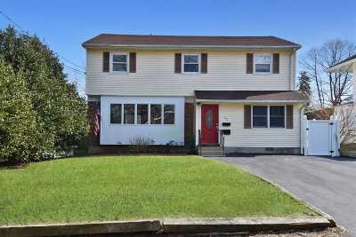 Huntington Single Family Home For Sale: 36 Juniper Pl