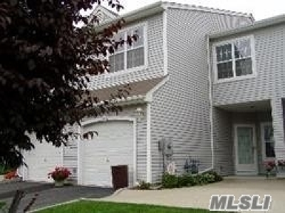 Port Jefferson Condo/Townhouse For Sale: 202 Windward Ct