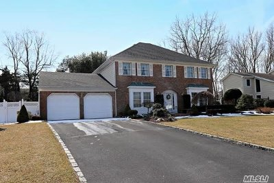 Commack Single Family Home For Sale: 25 Timber Ridge Dr