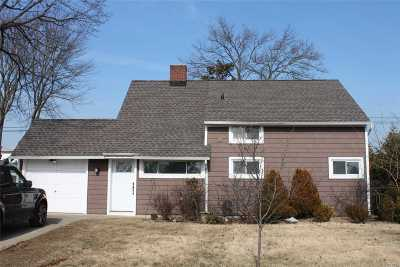 Levittown Single Family Home For Sale: 137 Red Maple Dr