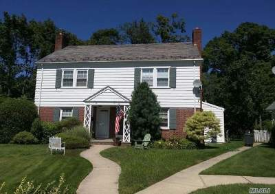 Manhasset Single Family Home For Sale: 31 Bayview Ct