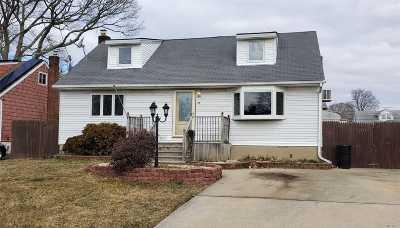 Copiague Single Family Home For Sale: 37 Park Pl