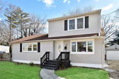 Bay Shore Single Family Home For Sale: 93 Saxon Ave