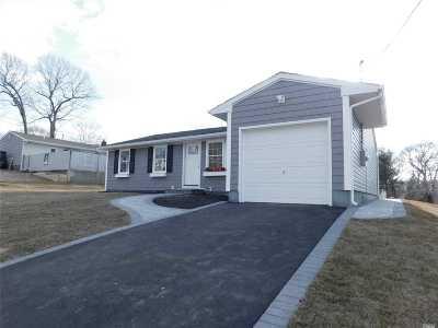 Selden Single Family Home For Sale: 78 Rose